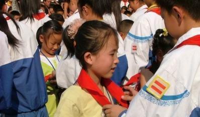 """孚玉中心小学隆重开展""""红领巾心向党---感受你的爱""""主题队日活动"""