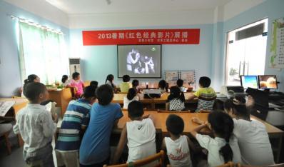 宿松县青少年宫图书馆分中心举行红色影片暑期放映活动