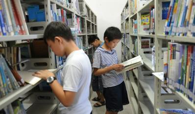 县青少年宫图书馆文化活动分中心迎来特殊小客人